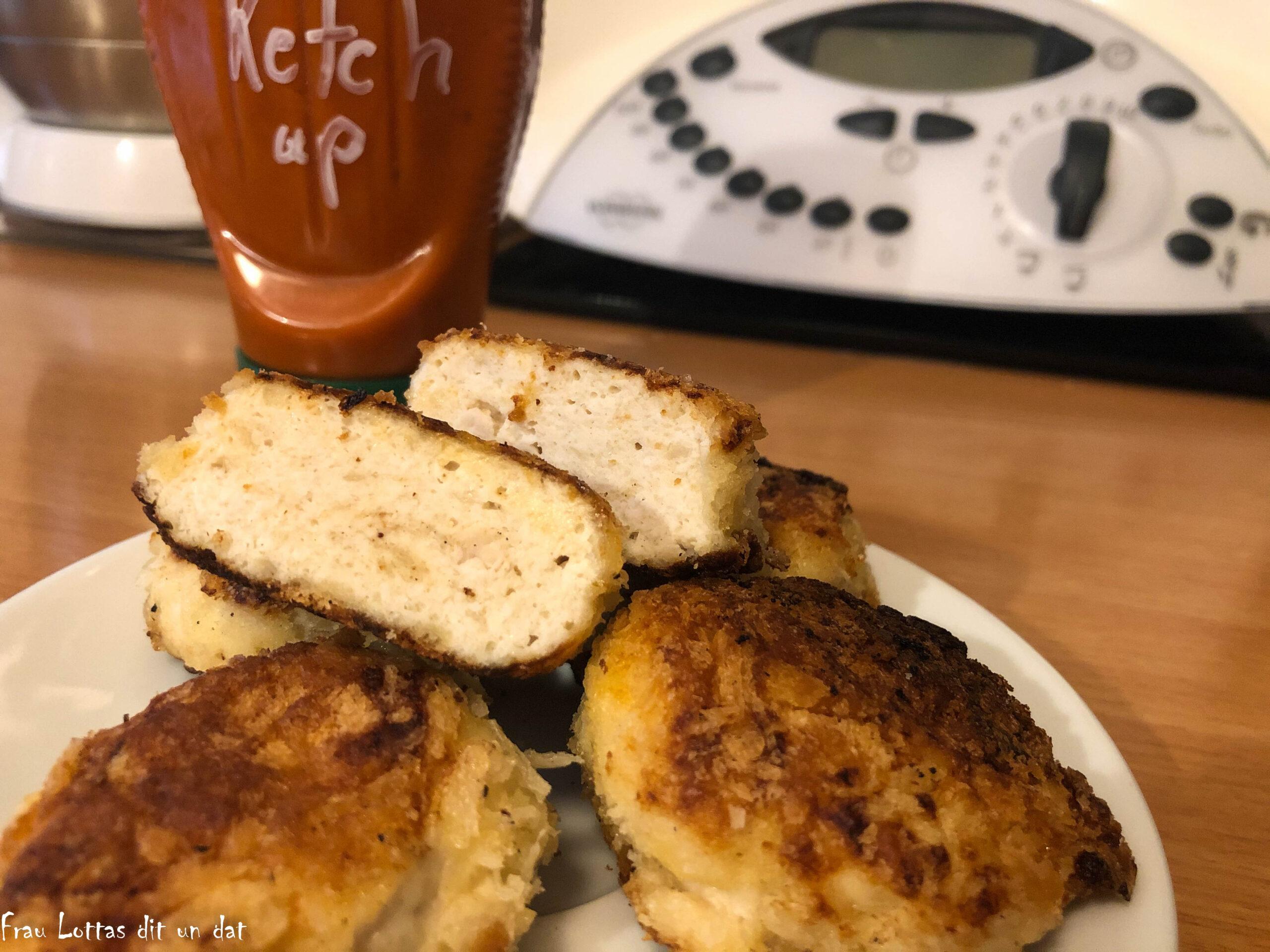 fertige Hähnchennuggets auf einem Teller