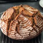 Reines Weizenbrot im Topf gebacken